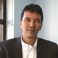 Foto do professor Eduardo Rocha